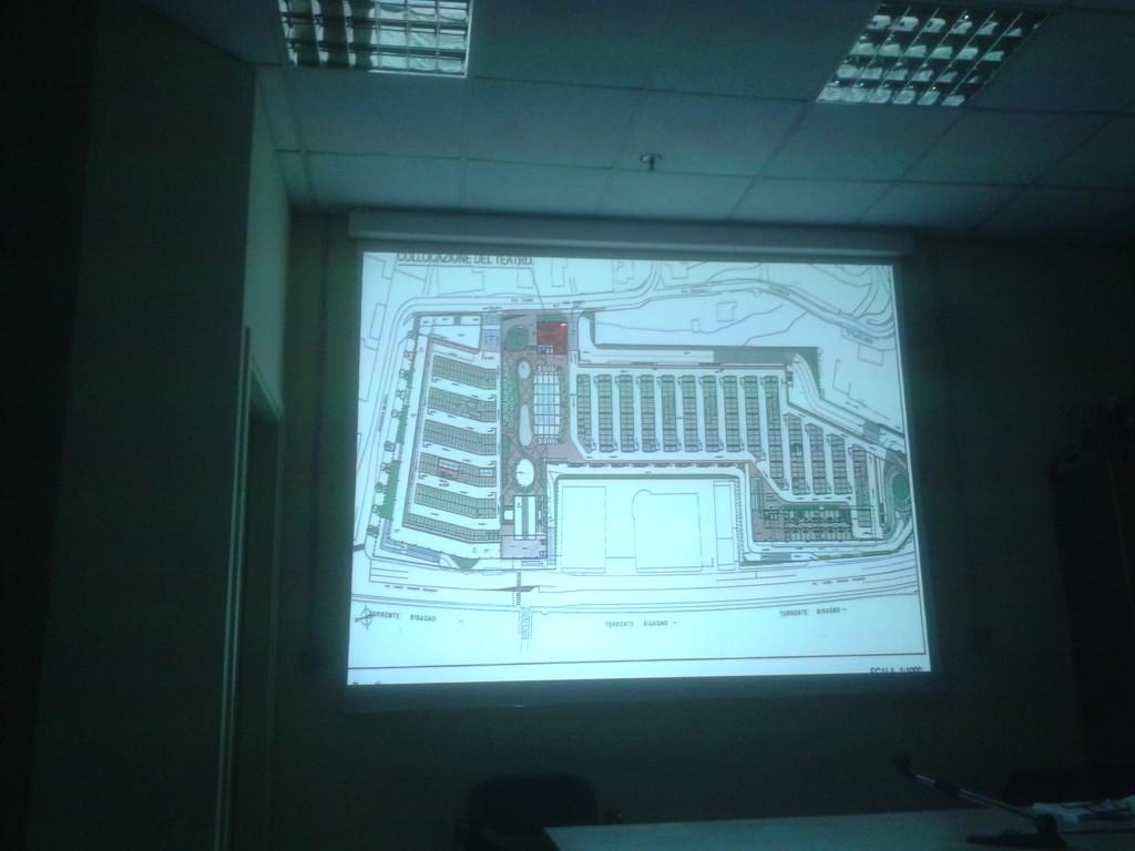 La piastra sulla copertura con l'inserimento sul lato di Via Terpi del Teatro dell'Ortica.
