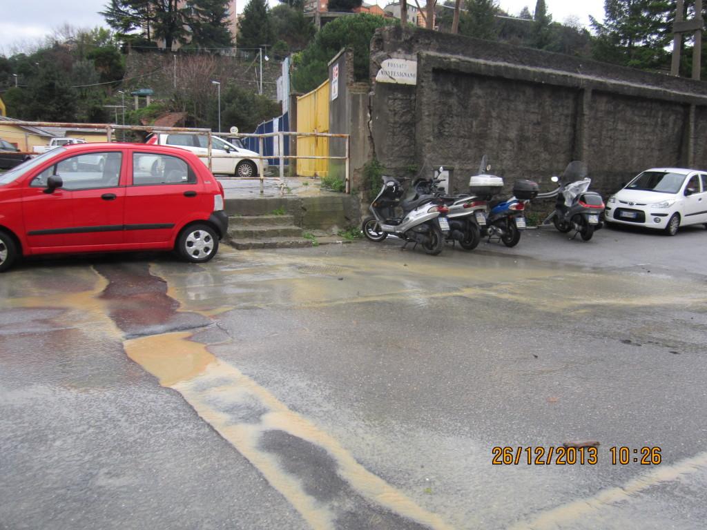 L'acqua che esce dal cantiere arriva a Pontecarrega. Questa foto è ripresa 2 ore dopo l'evento critico. Pensate cosa possa succedere con una pioggia come quella del 4novembre