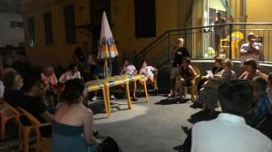 Una delle assemblee: questa foto si riferisce alla riunione organizzata dal Municipio