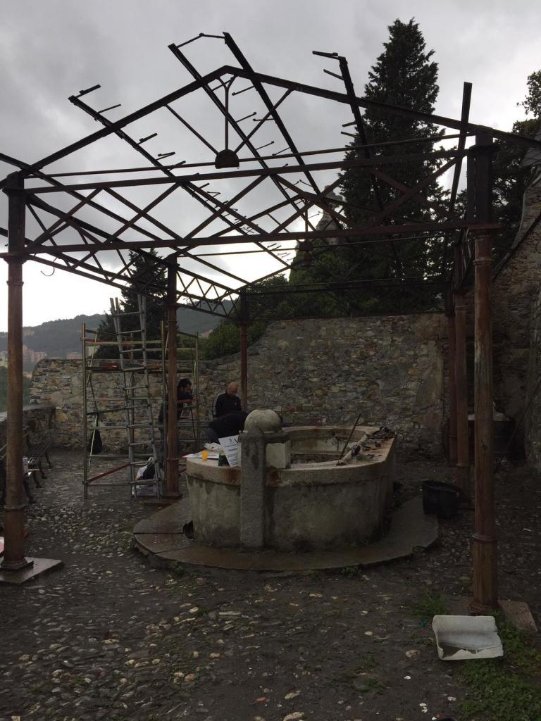 i lavatoi di Staglieno: ora sono infestati da erba alta e rovi, sabato 7 marzo procederemo alla pulizia dell'area