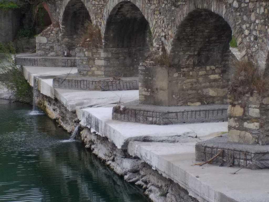 Erosione platea Ponte Carrega (2)